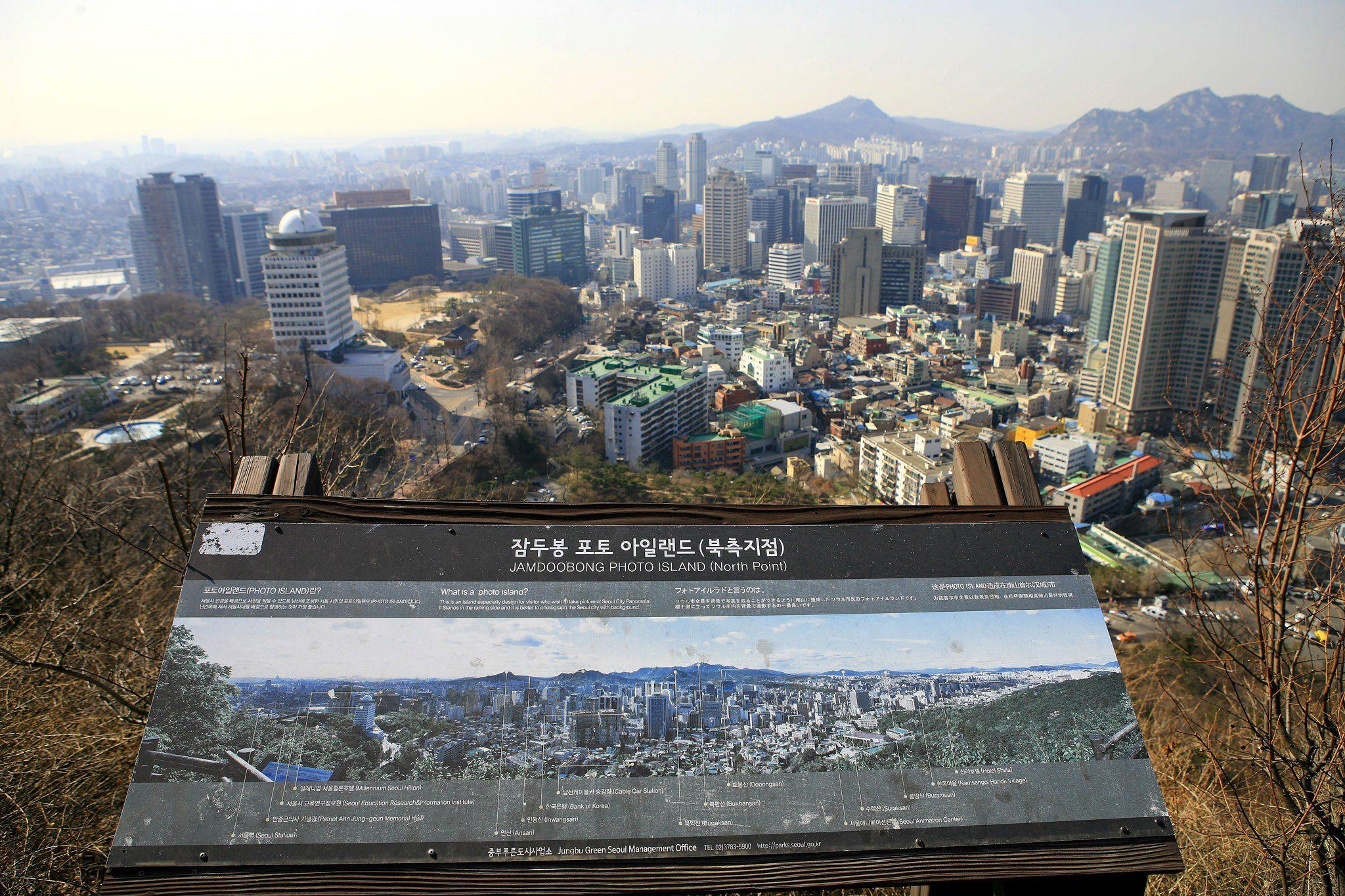 Pleasant walking tour to Seoul City Wall
