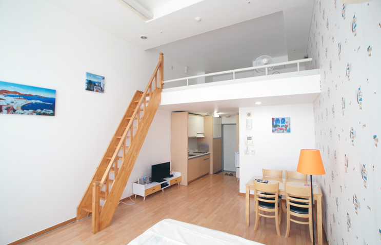 [Accommodation Highlight]   Is Hongdae (Hongik University) the best location to stay?