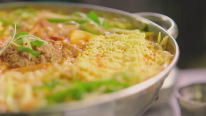 7 Korean Tips to make even better Instant Noodles!