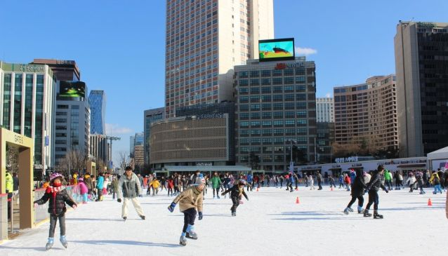10  Outdoor skate rink and sledding in Seoul during winter