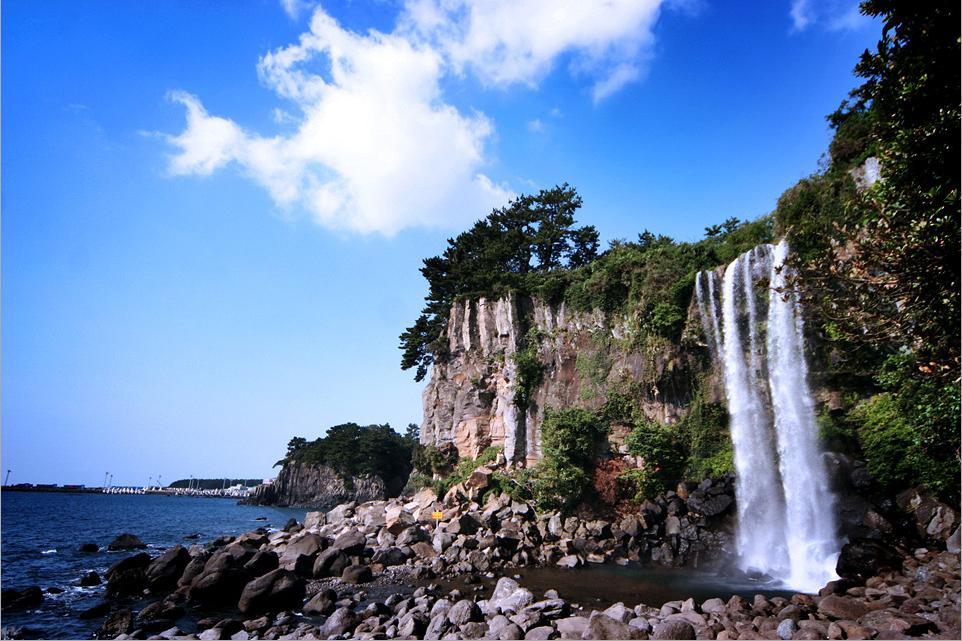 28 Jongbang Waterfall