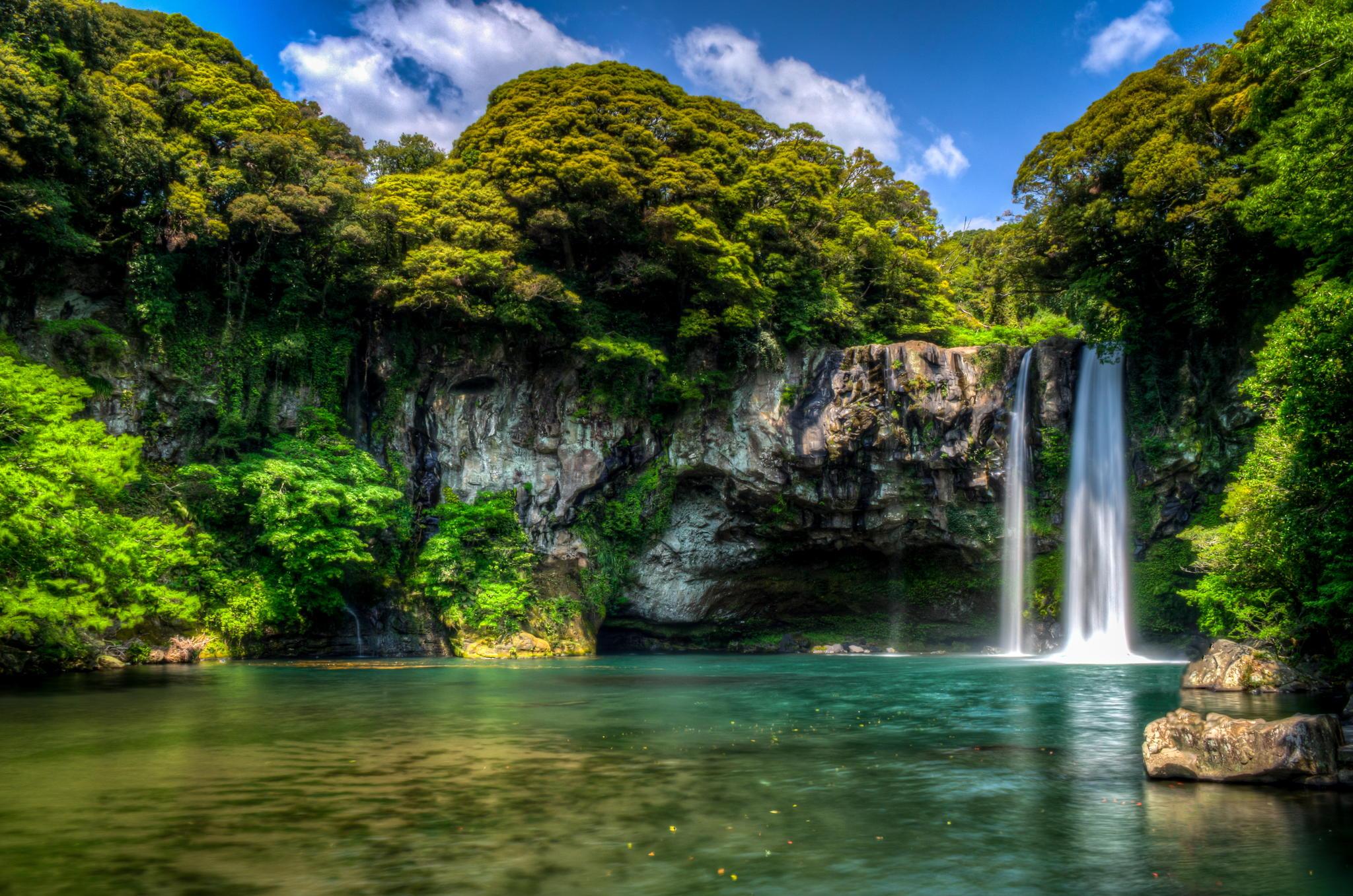29 cheonjiyeon waterfall1