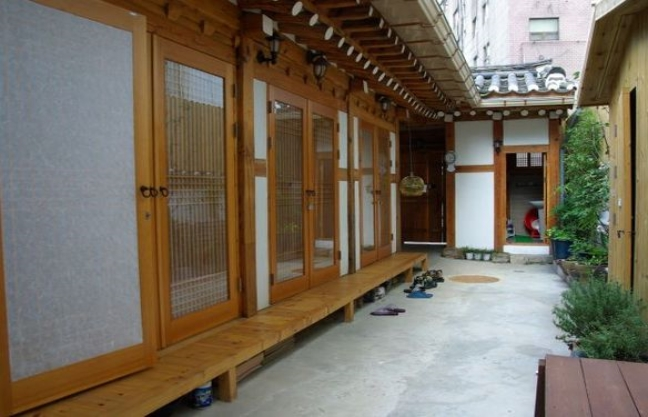 [Accommodation Highlight]  Traditional experience program in Hanok near Gyeongbok-Palace