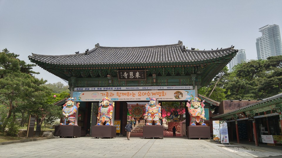 BEAUTIFUL SPRING AT BONGEUN TEMPLE