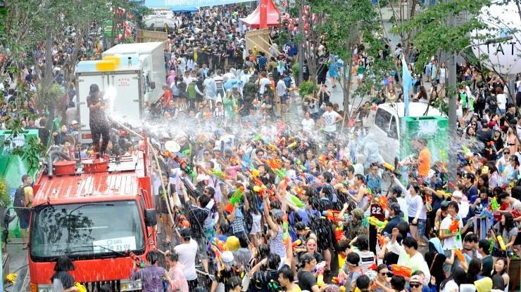Let's Get Wet Wet Wet in Sinchon Water Gun Fight Festival 2016