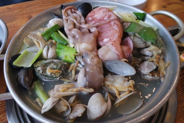 Nahyeon Seok Haemul Khalguksu : Tempat Makan Khalguksu Paling Recommended di Gangnam (The most Recommended Khalguksu Restaurant in Gangnam)