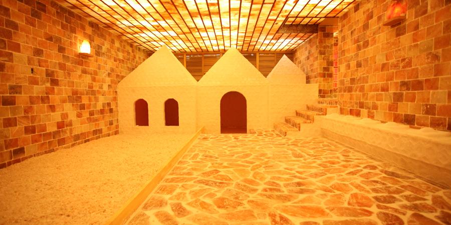 crystal_illuminated_salt_room_img02.jpg