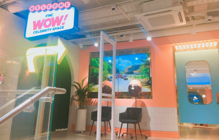 FNC WOW! Celebrity Space Cafe