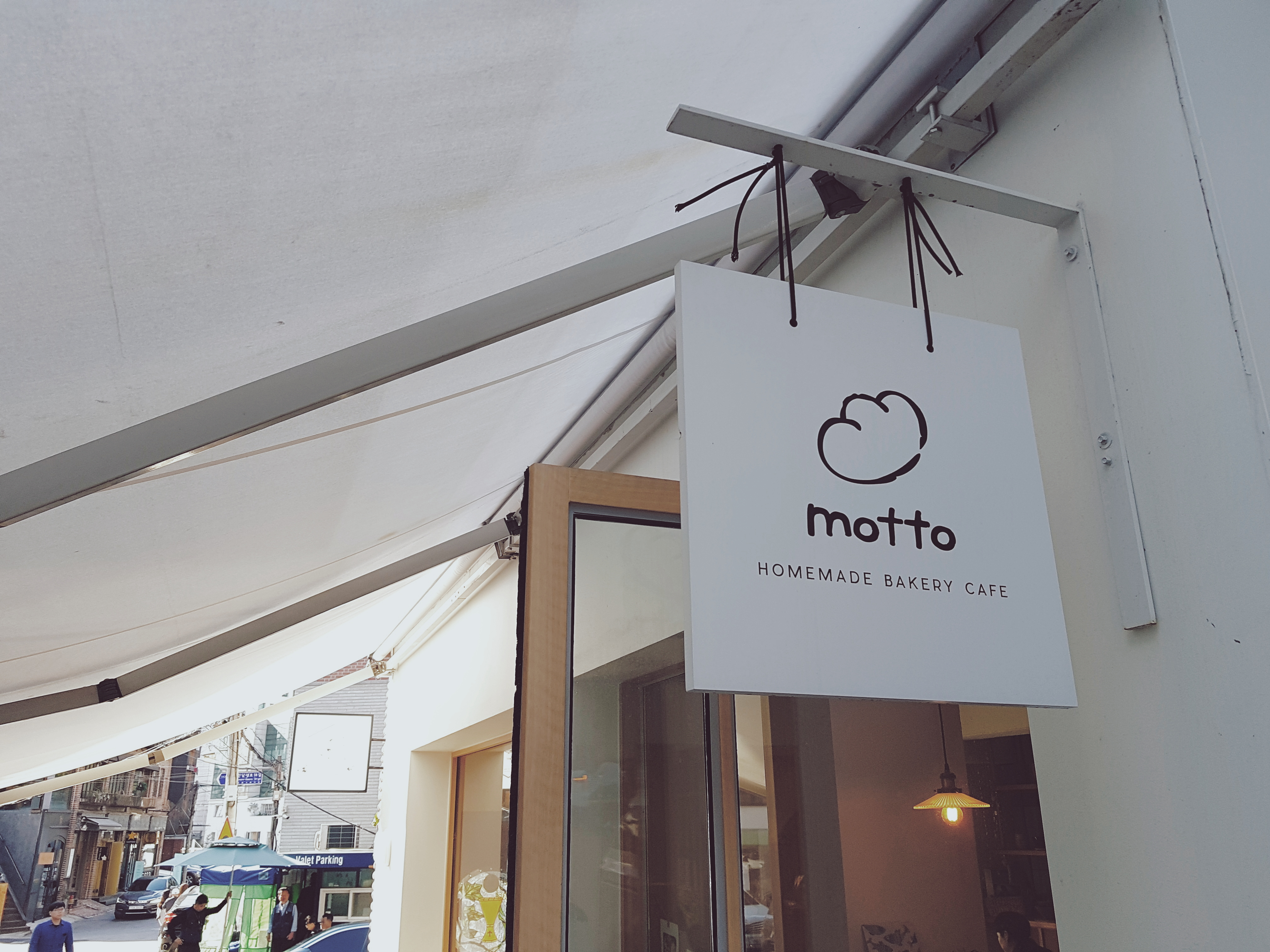 Japanese-style cafes 'Motto' in the Itaewon area