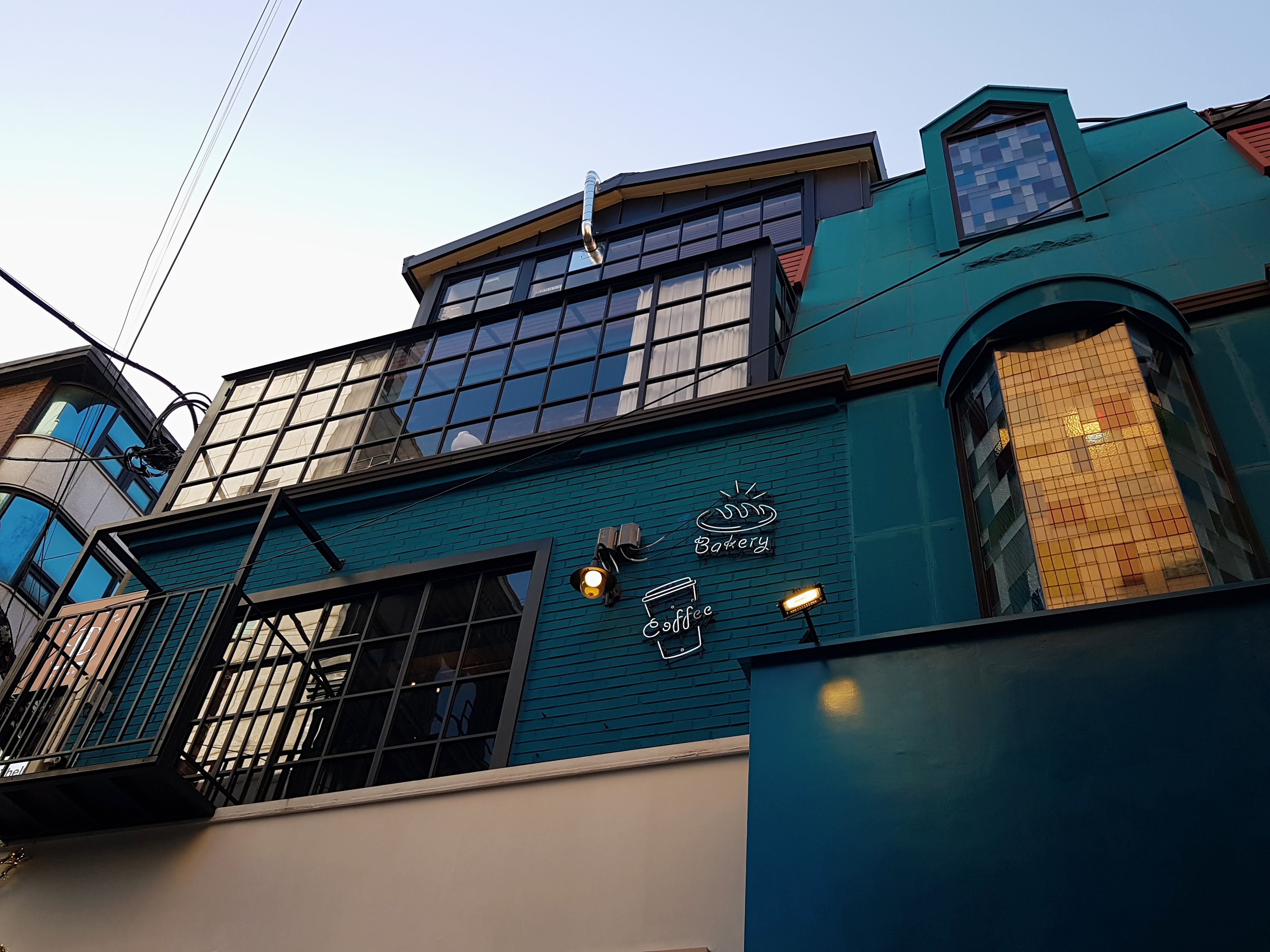 Vintage European style cafe in Sinsa-dong garosu-gil road- Delight
