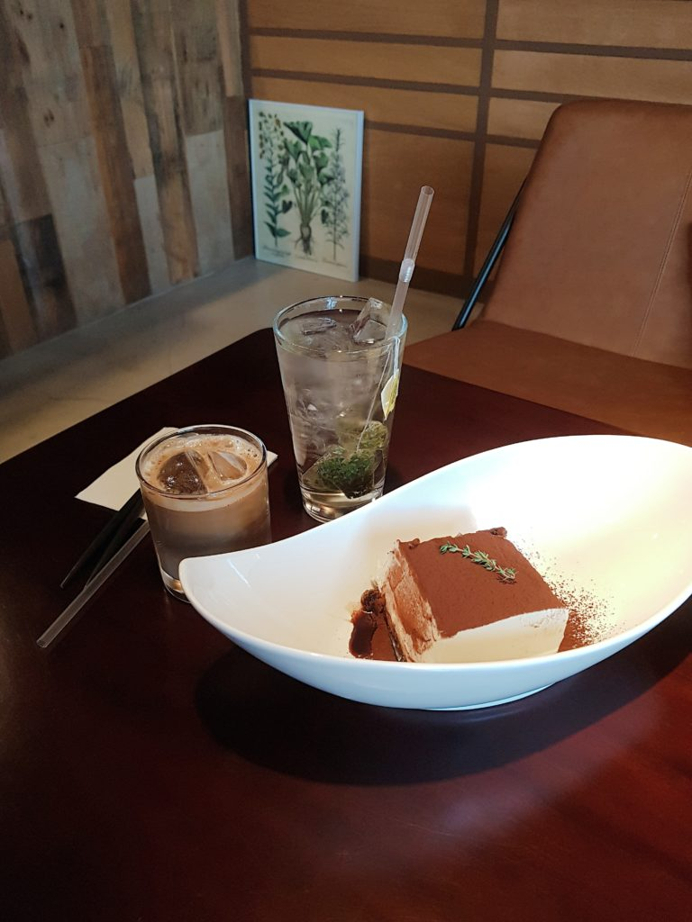 Hapjeong Station Dessert Cafe Tiramisu Specialty Shop— Madame Tiramisu